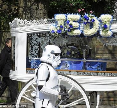 Funeral temático de Star Wars para joven fan