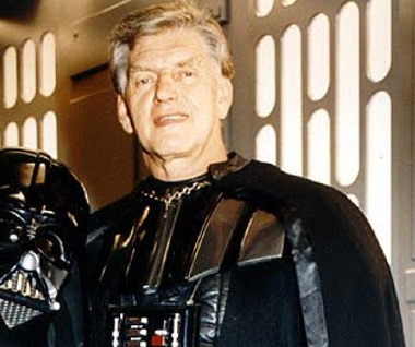 David Prowse (el actor de Darth Vader) está listo para aparecer en Episodio VII